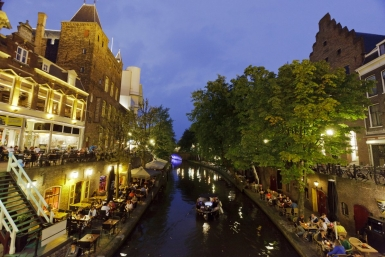 Utrecht's canals by night