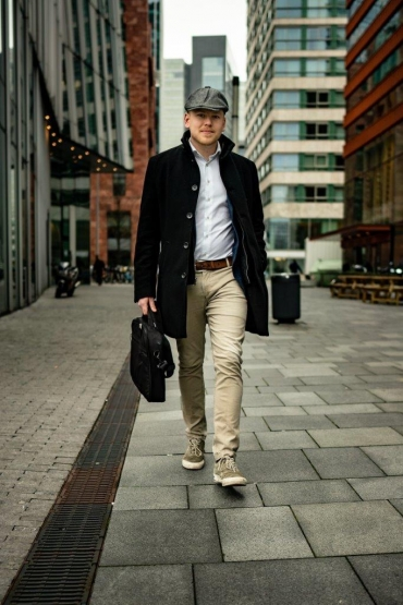 Student of Veterinary Medicine Bart Beerens in front of office buildings in the Zuidas district in Amsterdam