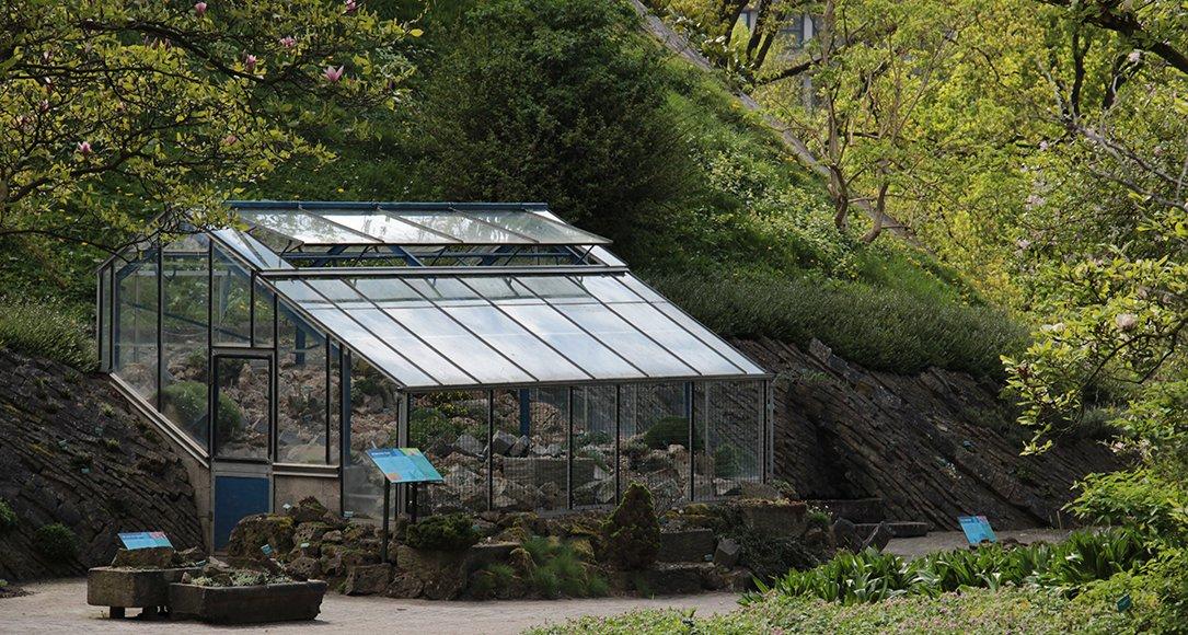 Het Alpinekasje bij de Rotstuin voor de meest kwestbare planten