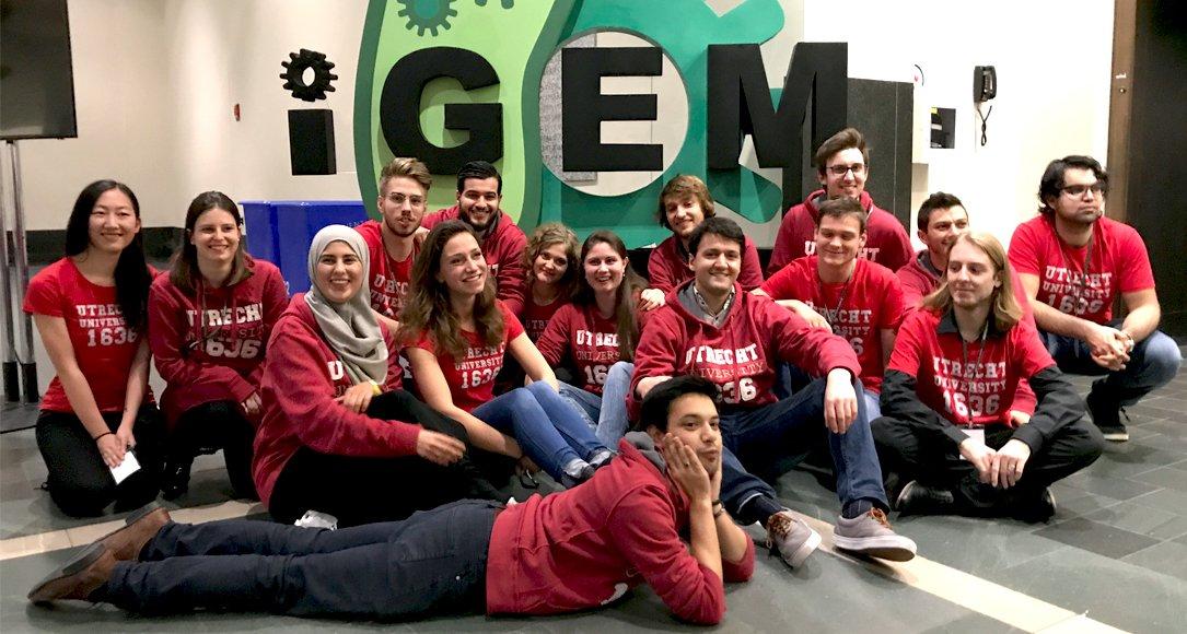 Het Utrechtse IGEM team viert goud in Boston