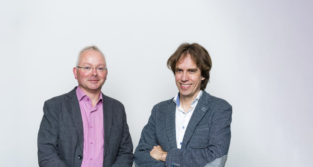 Spinozalaureaten Alexander van Oudenaarden en Albert Heck.