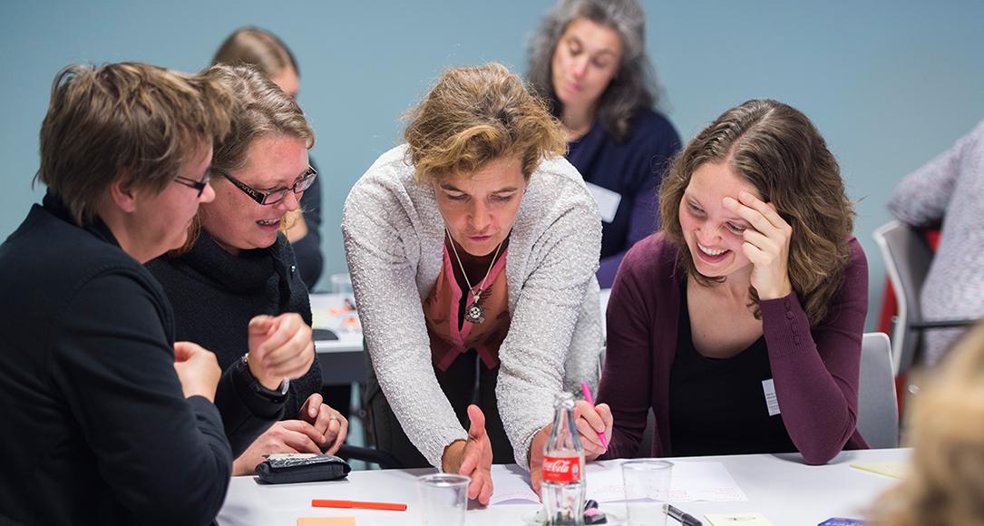 Medewerkers van de Universiteit Utrecht tijdens een workshop.