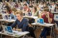 Studenten maken digitale toetsen (foto: Ivar Pel)