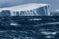 IJsberg en zee bij Antarctica.
