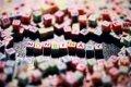Non Binary gespeld met gekleurde letterblokjes