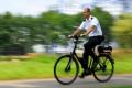 Beveiliger van FSC Security op een elektrische fiets.