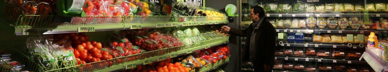Groente- en fruitafdeling van de supermarkt