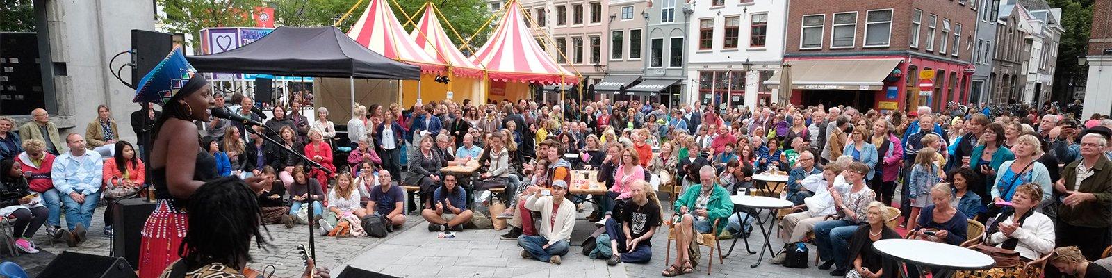 Afrikaanse band treedt op in de binnenstad van Utrecht