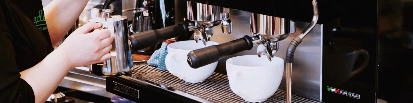 Future of Work, barrista zet koffie