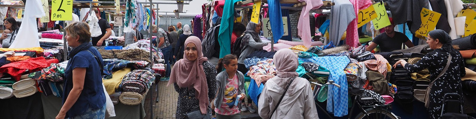 Visitors with various cultural backgrounds at the fabric market in the city center of Utrecht (photo: iStock: digitalimagination)