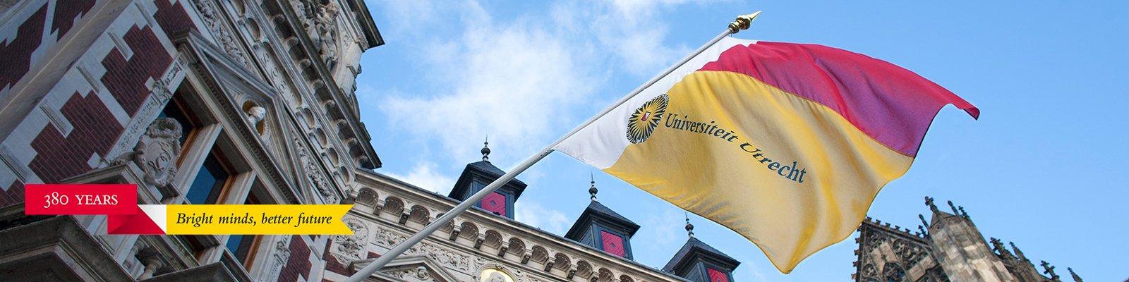 Vlag academiegebouw met lustumwimpel