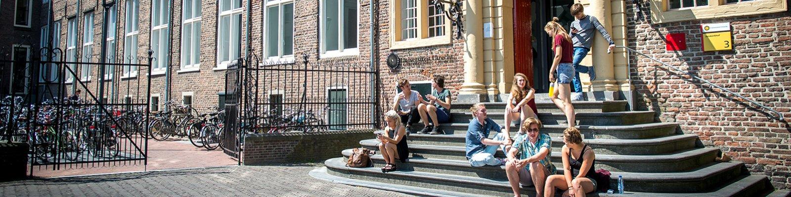 Students in front of Janskerkhof building (photo: Steven Snoep)