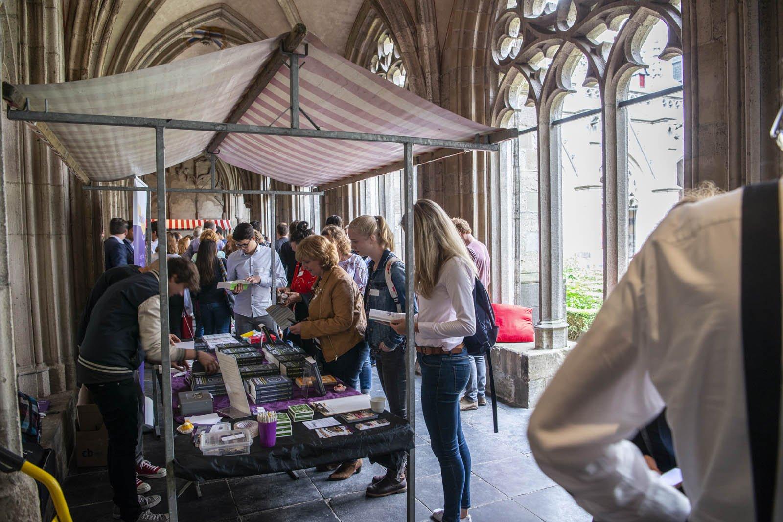 Deelnemers aan het Social Entrepreneurship Festival 2018, in het Pandhof naast het Academiegebouw