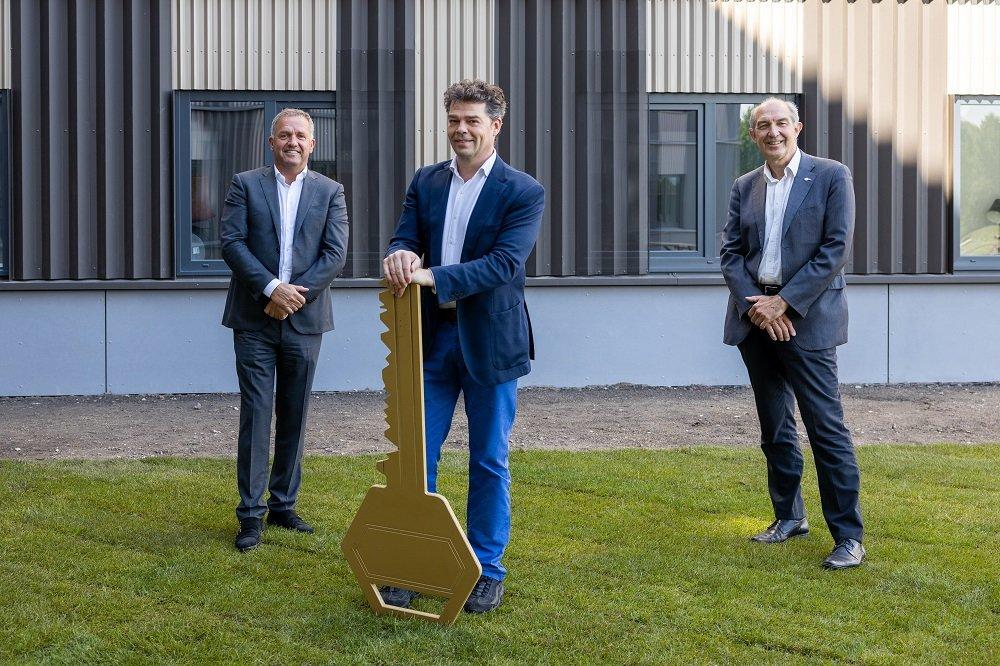 Harry van Zandwijk (CEO Jan Snel). Joost van Gestel (CEO Camelot Europe) en College van Bestuur voorzitter Anton Pijpers