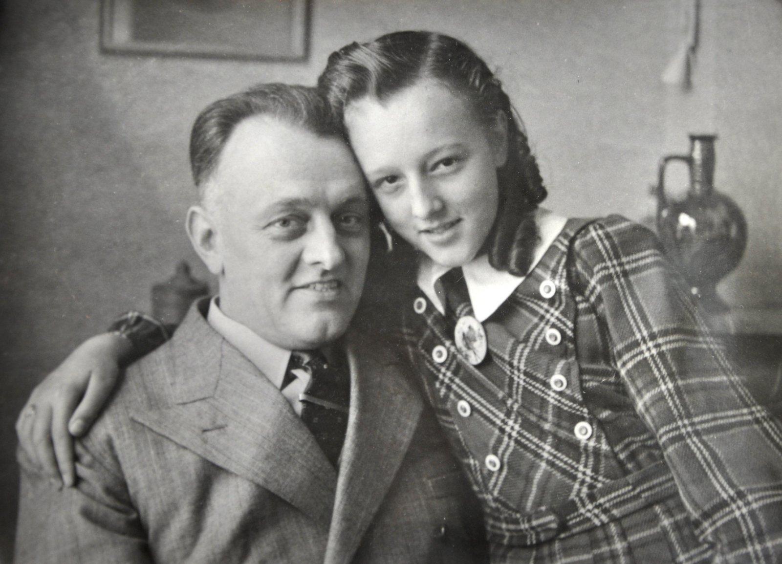 Annie van Leerzem en haar vader