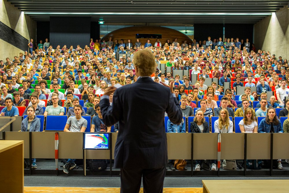 Robbert Dijkgraaf spreekt voor eerstejaars studenten