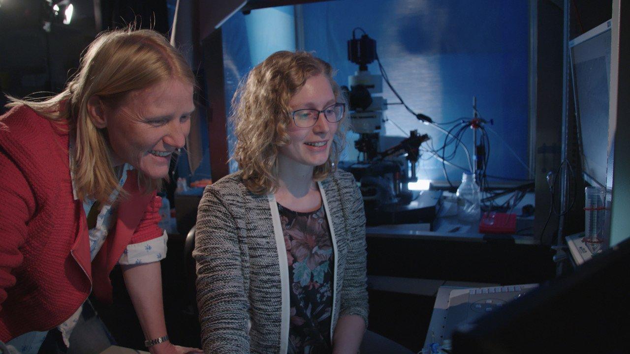 Corette Wierenga aan het werk in het lab