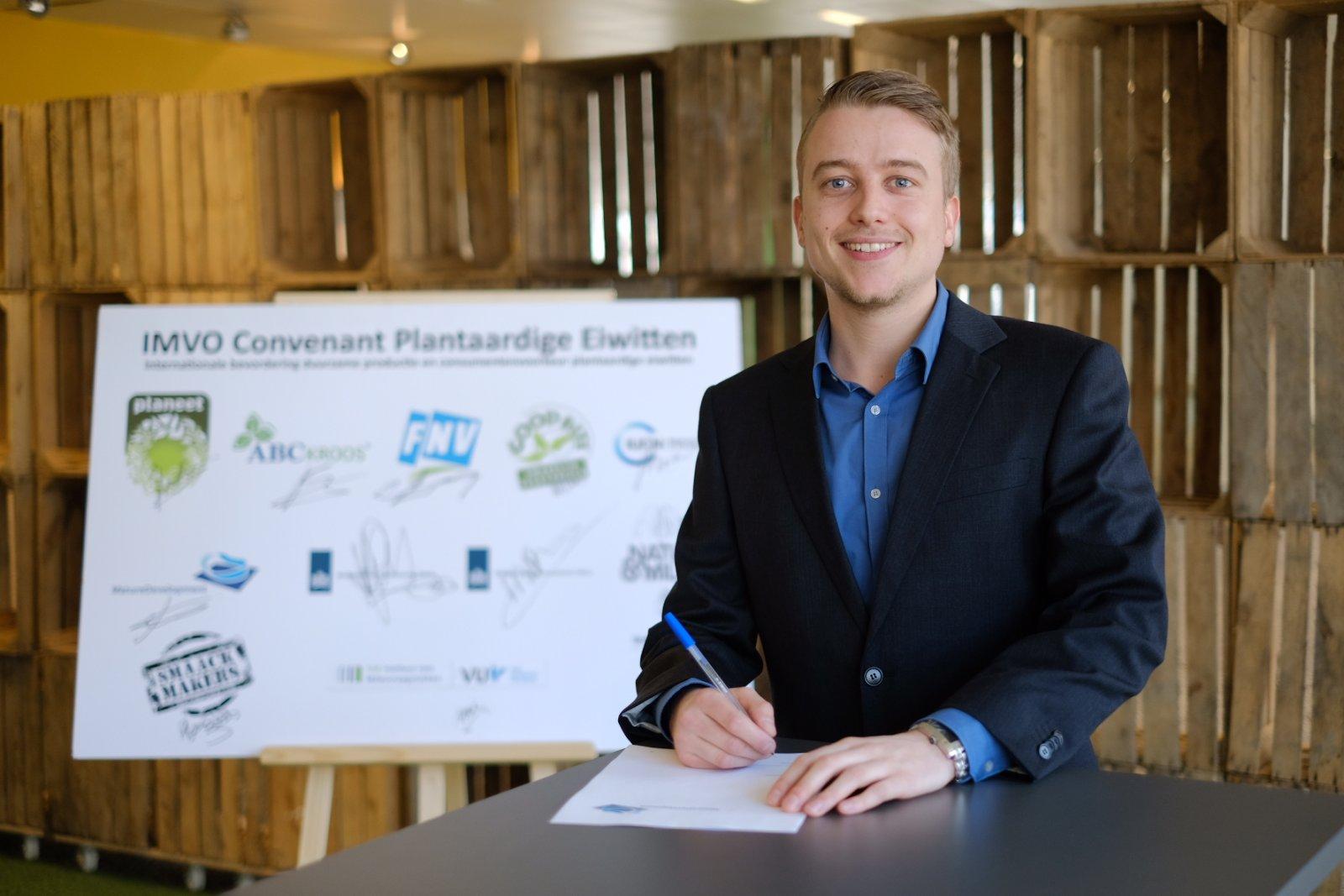 ondertekening IMVO-convenant Wesley Malcorps 2