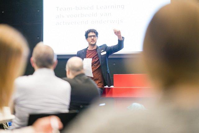 Parallelsessie tijdens opening Centre for Academic Teaching Teambased learning door Marc van Mill docent van het