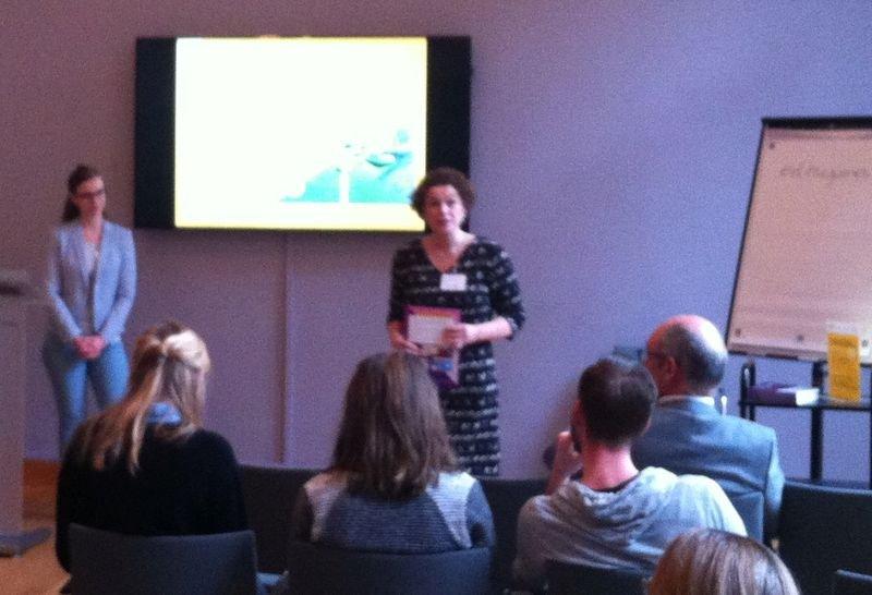 "Anne van der Linden presents at the symposium ""Games for Learning"""
