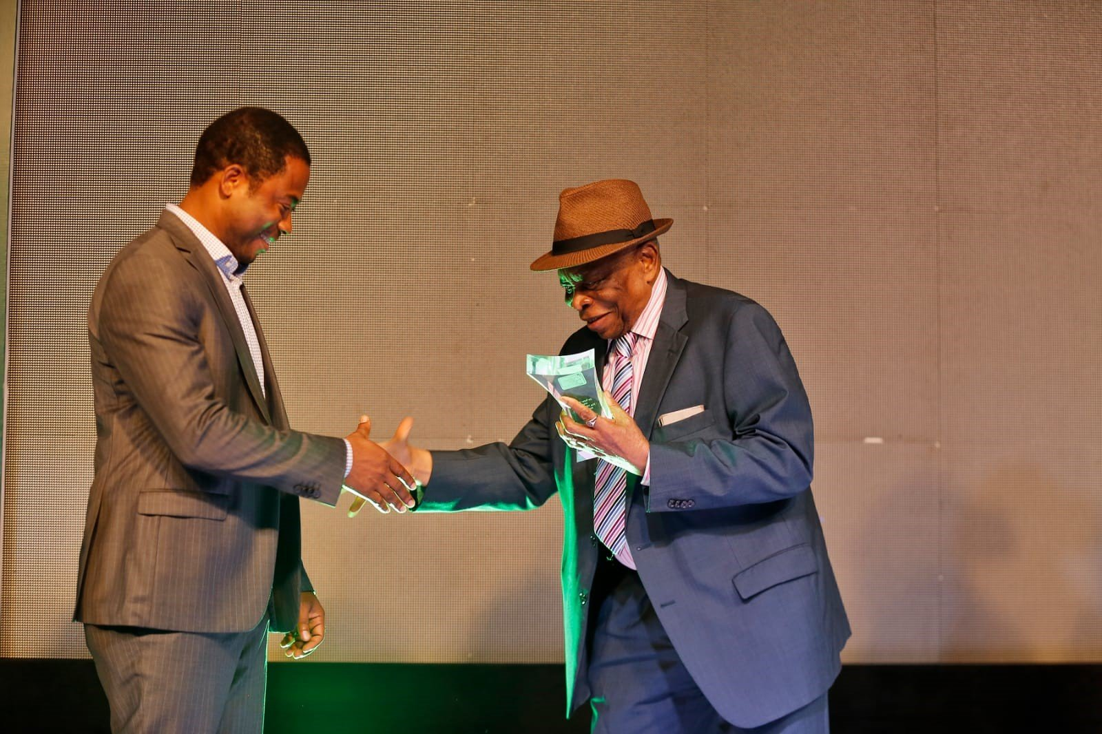 Peter Ngene receives NLNG prize