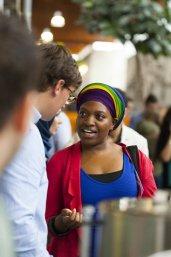 InclUUsion studente uit Afrika praat met Nederandse collega