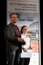 Barbara Trzeciak receievs Young Scientist Award at Quark Matter
