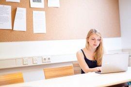 Creatief journalistiek schrijven laptop Parnassos cursus