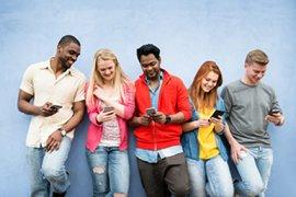 Jongeren gebruiken hun smartphone
