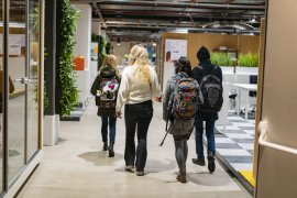 Students walking in JIM Utrecht