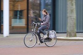 Is appen op de fiets echt zo gevaarlijk?