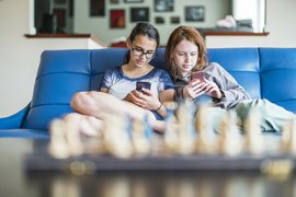 Jongeren met smartphone