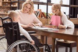 Kind in rolstoel op school