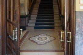 Academiegebouw hallway doors