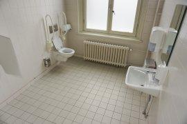The accessible toilet in Bijlhouwerstraat 6