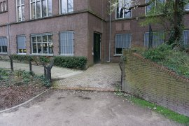 The path tot the alternative entrance of Bijlhouwerstraat 6-8