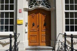The main entrance of Janskerkhof 13