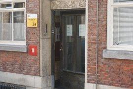 The main entrance of Muntstraat 2A (Kromme Nieuwegracht 20 en 22)