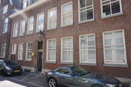 The front view of Muntstraat 2A (Kromme Nieuwegracht 20 en 22)