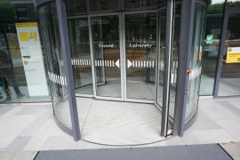 Sliding doors of the main entrance of the Venig Meinesz building