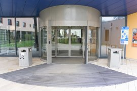 The doors of the alternative entrance of WKZ