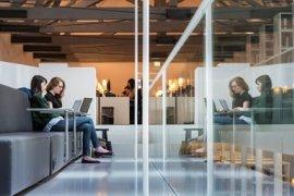 Studenten studeren in de Universiteitsbibliotheek in de binnenstad van Utrecht.