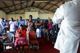Kerkgangers in Zambia © Johanneke Kamps