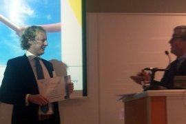 Martijn Maas neemt NVvA-scriptieprijs in ontvangst