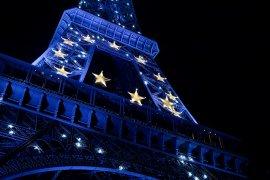 Eiffeltoren met Europese vlag erop. Foto: Lau Svensson