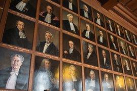 Hooglerarenportretten in de Senaatzaal van het Academiegebouw, Universiteit Utrecht - foto UU/Ivar Pel