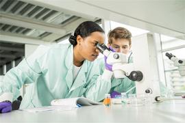 Masterstudenten bij Biomedische Wetenschappen.