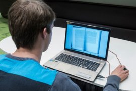 Studeren met een laptop.