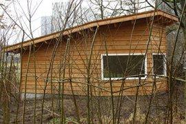 Klein houten gebouwtje