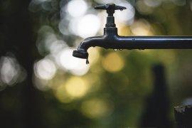 waterkraan met druppel
